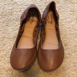 Fitted Flats. Brown. Size 11.